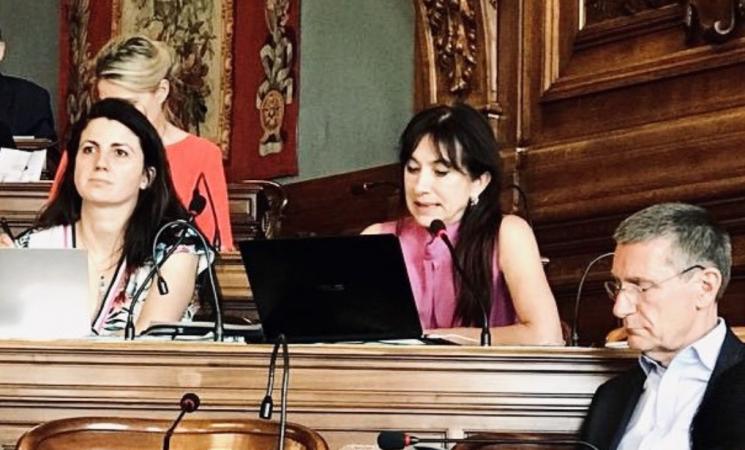Déterminée à améliorer les droits et la vie des personnes en situation de handicap à Paris